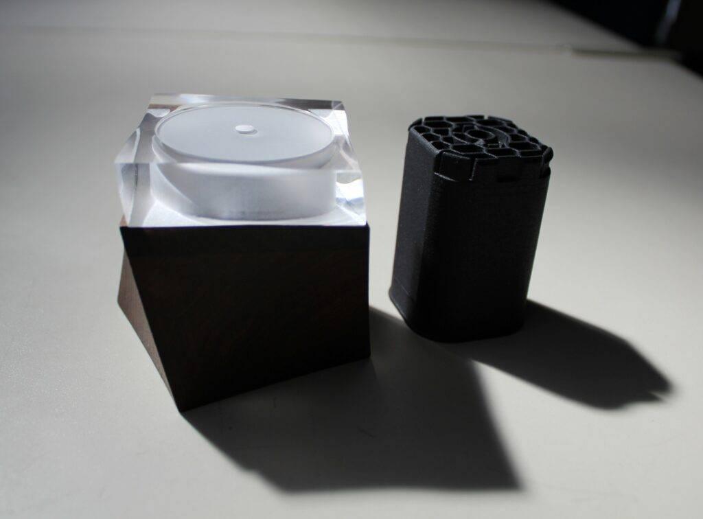 Prototyp Naturkosmetiktiegel und Naturkosmetikkartusche aus PLA